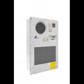 Кондиционер для установки в уличный шкаф, холодопроизводительность 2000Вт, со встроенным электрическим калорифером, 220В переменного тока